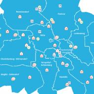 Ein blauer Stadtplan von Berlin mit Symbolen für die Nachbarschaftshäuser und Stadtteilzentren